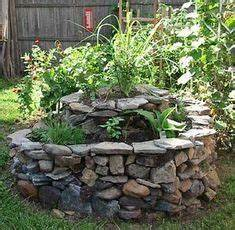 herb spiral garden idea idees deco jardin pinterest With beautiful amenagement de jardin avec des pierres 4 le jardin mediterraneen photo de jardins de kerdalo