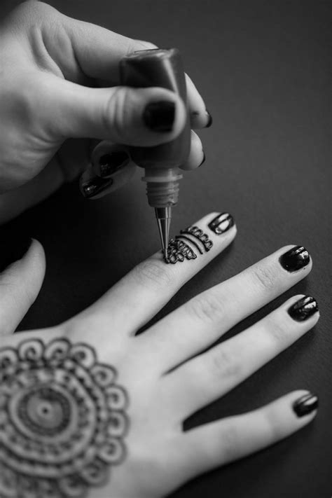 Doctors Caution Against Black Henna Tattoos After 10-Year