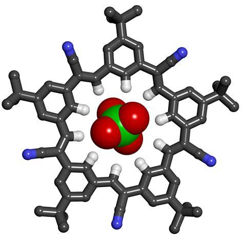Chemists produce star-shaped macromolecule that grabs ...