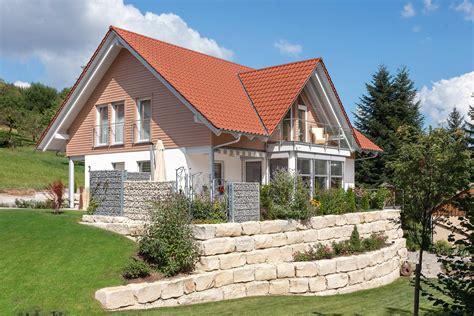 Einfamilienhaus E 15 1931 Landhausstil by Landhaus Mit Satteldachgaube E 15 209 2 Schw 246 Rerhaus