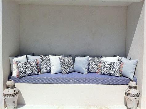 canapé sous fenetre rideaux couture tapissier mousses housses coussins