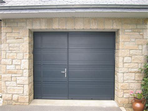 porte de garage avec portillon porte de garage boreal ouvertures le hezo vannes 56
