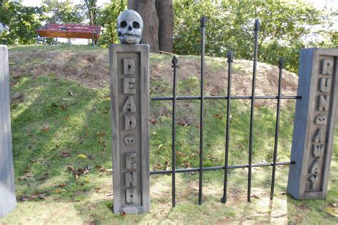 How To Make A Cemetery Fence Prop, Spooky Haunted House