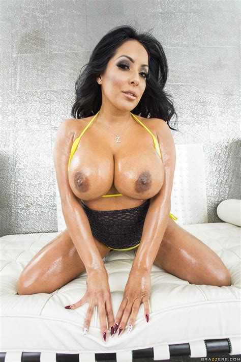 Milf With A Massive Ass Oiled Up And Posing Photos Kiara
