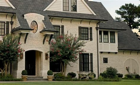Maximizing The Aesthetic Look In Your Brick House Using