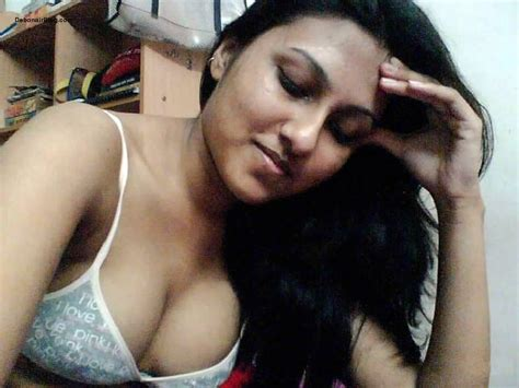 Sexy Indian Hot Desi Bhabhi Semi Nude Blouse Cleavage