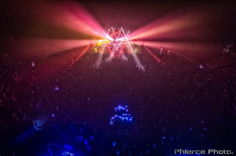 pretty lights nashville pretty lights opens two festival with emancipator