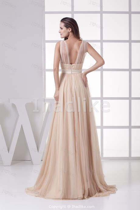 Elegant dresses for wedding guests