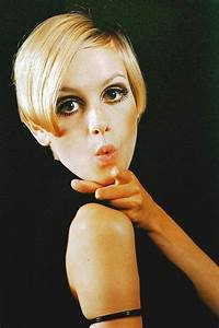 Twiggy: Pictures & Biography | 1960s Fashion