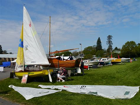 Boat Jumble Hull by Thousands Flock To Filled 40th Beaulieu