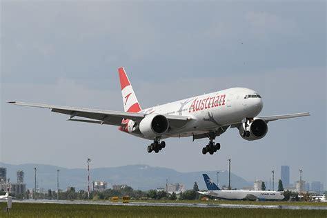 stahltreppe außen mit podest austrian airlines feiert heute ihren 60sten geburtstag mit