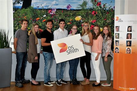 ACHT NEUE AZUBIS und DUALSTUDENTEN ... bei DS SMITH - FULDA