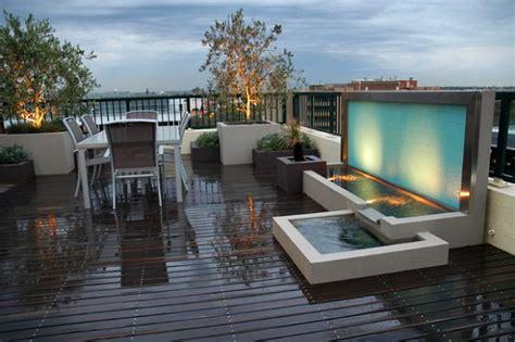 desain taman belakang  kolam air terjun mini