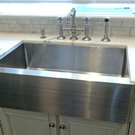 plomberie evier cuisine 17 meilleures idées à propos de éviers de cuisine sur évier de cuisine de la ferme