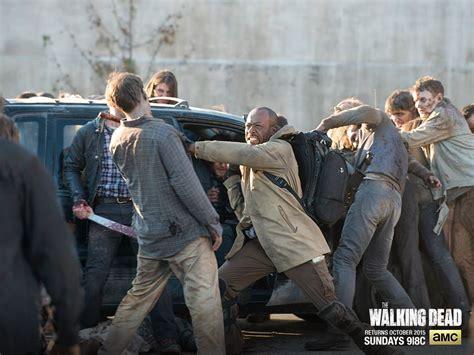 zombies walkers walker awareness tip month always daryl rescuing aaron morgan