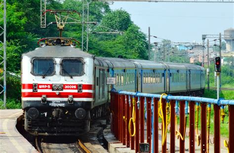 11 Fastest Trains in India - Superfast Trains by Speed in ...