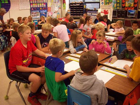 Pearl City 5th Graders Help 1st Graders With Acrostic Name