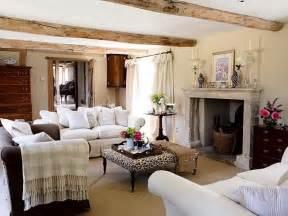 wohnzimmer landhausstil einrichten tuesday ten farmhouse inspired decor sweet caroline