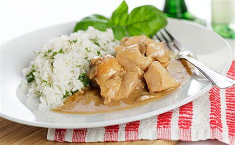 cuisiner une escalope de dinde escalope de dinde à la crème petits pois et riz recette
