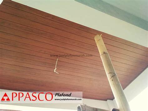 plafon grc motif kayu  teras depan rumah minimalis