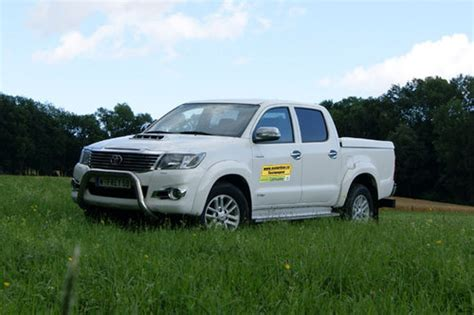 toyota hilux preis toyota hilux 3 0 d4d dc city im test offroader tests offroad motorline cc