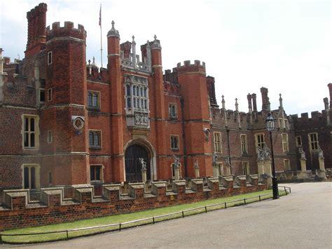 hampton court palace simple english wikipedia