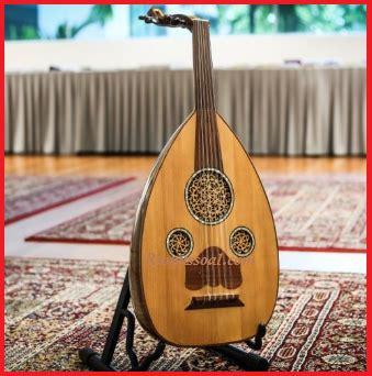 Merupakan alat musik tradisional khas sumatra selatan, alat musik tradisional ini digunakan digendong didepan gendang ini digunakan untuk mengiringi penampilan mak yong yang sangat terkenal di daerah riau. Alat Musik Riau - Lengkap Dengan Gambar Dan Penjelasannya