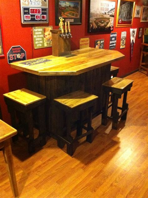 3 tap keezer bar with 4 stools, all made with pallets