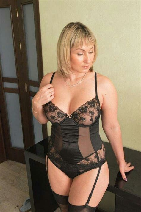 Pin By Robert Smith On Dune Mature Women Sexy Older