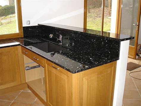 plan de travail cuisine arrondi intérieur granit plan de travail en granit labrador vert