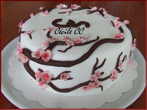 decoration gateau fleur en sucre