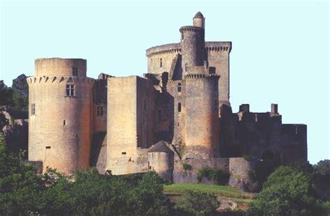 siege social traduction château fort
