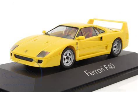 Somewhere along the way, this one veered away from tradition. Ferrari F40 year 1987-1992 yellow - 010030