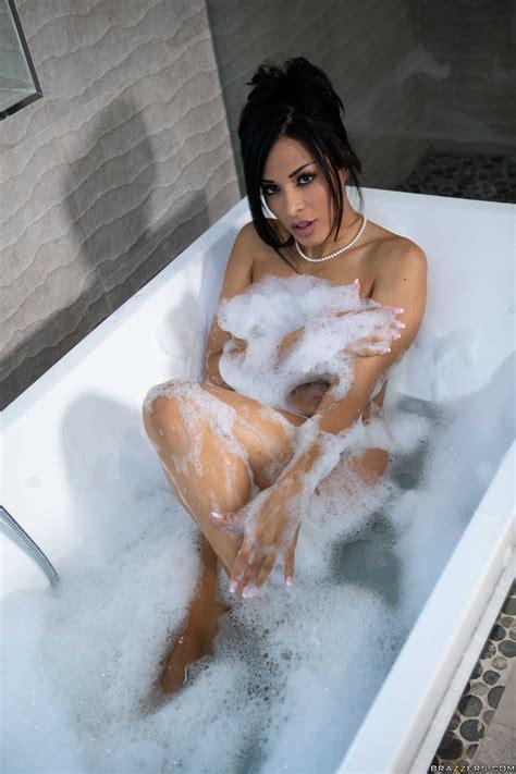 Ravishing Brunette Layla Sin Pleasuring Lucky Guy In The