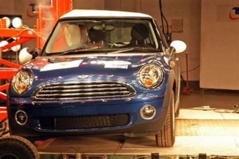 crash test siege auto 0 1 car crash mini cooper car crash test