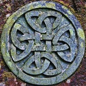 Make Your Own Celtic Knot - The Live The Adventure Letter