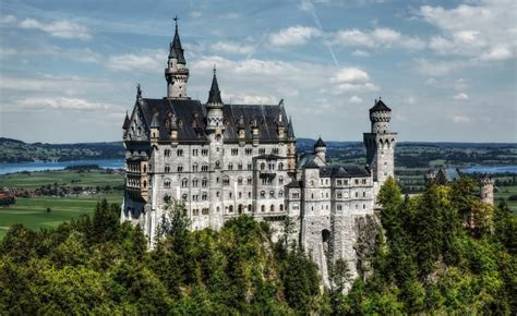 17 Most Beautiful Castles in the World | Luxury Architecture