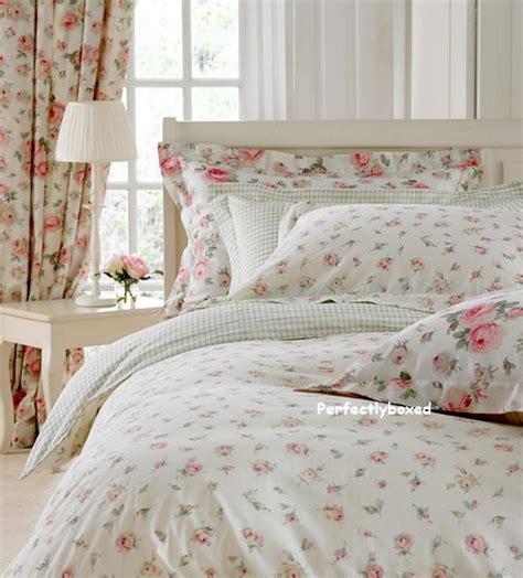 toile de jouy cotton quilt bedding toile de jouy quilt pink floral single duvet at perfectlyboxed com