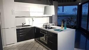 Küche T Form : wellmann musterk che moderne t form k che mit einer ~ Michelbontemps.com Haus und Dekorationen