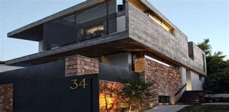 remarquable maison urbaine en pierres  beton en grece