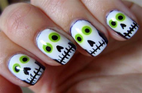O ¿las uñas de rosalía? 35 Diseños para lucir unas uñas perfectas en Halloween