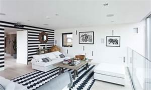 Wandgestaltung Wohnzimmer Streifen : moderne wohnzimmer wandgestaltung in schwarz und wei ~ Sanjose-hotels-ca.com Haus und Dekorationen