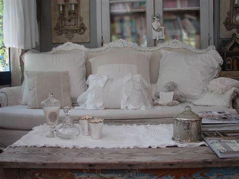 canapé ancien velours décoration de charme shabby chic décoration romantique