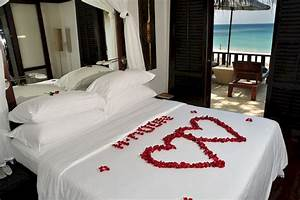 50 romantic valentine bedroom decor ideas roomadnesscom With pictures of decorated rooms for ideas