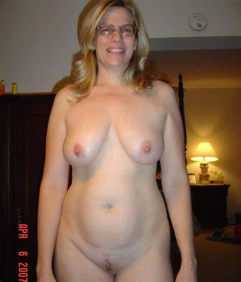 Mature Wife Is All Naked In The Bedroom