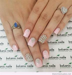 Botanic nails light pink, silver, diamonds – Watch out Ladies