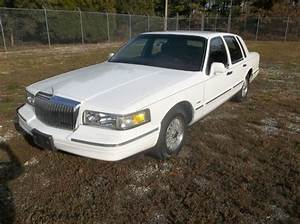 Purchase Used 95 Lincoln Town Car Immaculate    No Reserve