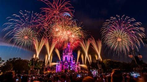 independence day   july fireworks  walt disney world