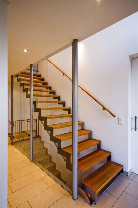 Treppe Mit Holzstufen by Stahlwangentreppe Mit Holzstufen Bauemotion De