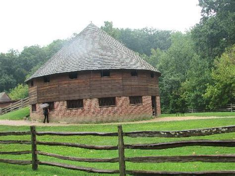 Barn Mount Vernon by 16 Sided Barn Picture Of George Washington S Mount